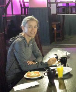 Her legger Kirsti noe av grunnlaget til veteran NM:  Frokost før Jukula 2016